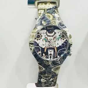 Doodle Watch, orologi analogici al quarzo con cinturino in silicone unisex. Subacquei fino a 3 atmosfere con 2 anni di garanzia dalla data di acquisto. Oriental Mood, 1 dei 5 Mood ispirati al mondo dei Tattoo, in 25 fantasie.