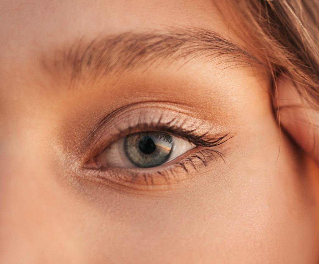 cura del contorno occhi
